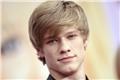 Styles de Lucas Till