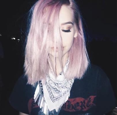 Fanfic / Fanfiction Garota do cabelo cor de rosa (Oneshot)