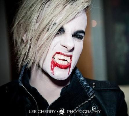 Fanfic / Fanfiction Tommy vira um vampiro