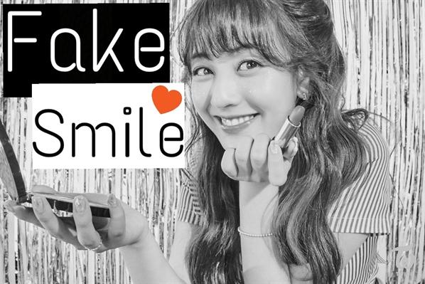 Fanfic / Fanfiction Fake Smile