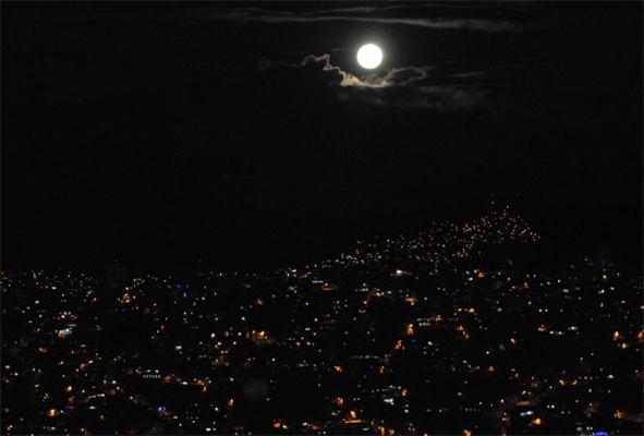 Fanfic / Fanfiction O Sequestro. - Capítulo 18 - Na Calada da Noite