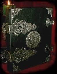Fanfic / Fanfiction Convivendo com lobos: Enzo (livro 2) - Capítulo 20 - O grimorio de Beatrice