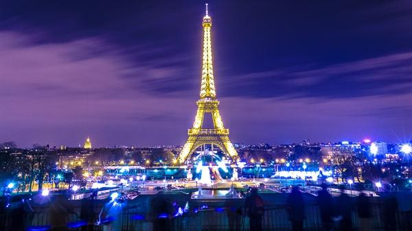 Fanfic / Fanfiction Futuro das Winx II - Capítulo 39 - Paris!