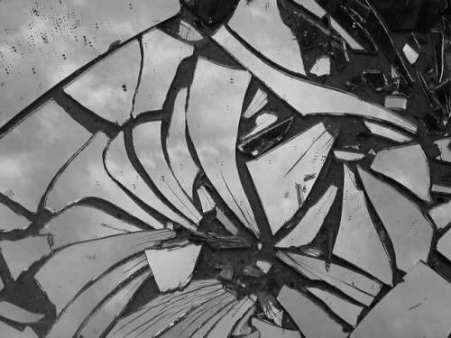 Fanfic / Fanfiction O espelho quebrado - Capítulo 1 - A loja de espelhos