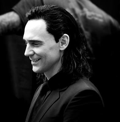 Fanfic / Fanfiction Revenge {Loki} - Capítulo 5 - Capítulo 5 - Poderíamos nos beijar