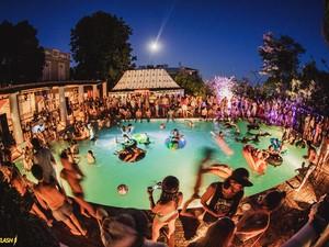 Fanfic / Fanfiction Uma escolha pro resto da Vida - Capítulo 4 - Festa na piscina