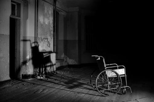 Fanfic / Fanfiction A cadeirante. - Capítulo 3 - Sorriso largo.