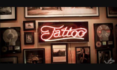 Fanfic / Fanfiction Mundos opostos - Capítulo 1 - Tatuagem