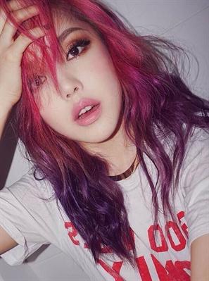 Fanfic / Fanfiction Secret Gilrs- Interativa BTS - Capítulo 3 - Primeira Integrante Revelada- Ivy