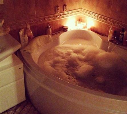 Fanfic / Fanfiction The Secret (Emison) - Capítulo 12 - Bubble bath...