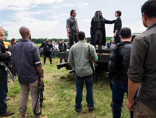 Fanfic / Fanfiction The Walking Dead: Guerra para Liberdade - Capítulo 11 - Vivo ou morto... ganharem essa guerra