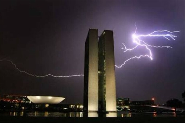 Fanfic / Fanfiction Brasil:Desordem e Regresso - Capítulo 14 - Brasília