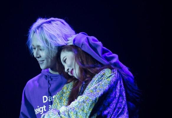Fanfic / Fanfiction Amor e pecado andam de mãos dadas - Hyuna e E'dwan - Capítulo 1 - Roxo - Capítulo Único