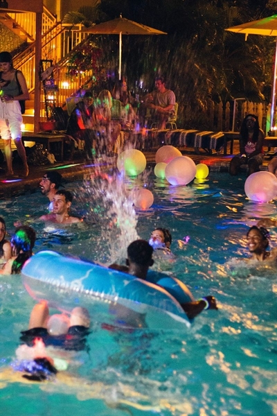Fanfic / Fanfiction Realizing a Dream - Capítulo 10 - Pool Party: parte 2