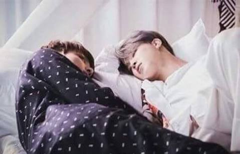Fanfic / Fanfiction This is love-Jikook 18 - Capítulo 3 - Dormi comigo