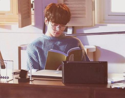 Fanfic / Fanfiction Friendzone- (imagine Jeon Jungkook) - Capítulo 2 - Risada, Conversa e chocolate-quente!