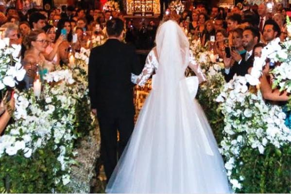Fanfic / Fanfiction Aleatório - Capítulo 1 - O casamento