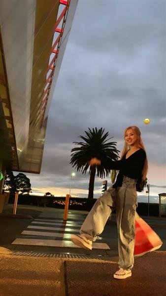 Fanfic / Fanfiction Sunshine - Instagram - Imagine Jung Hoseok. - Capítulo 43 - Postagem Rosé.