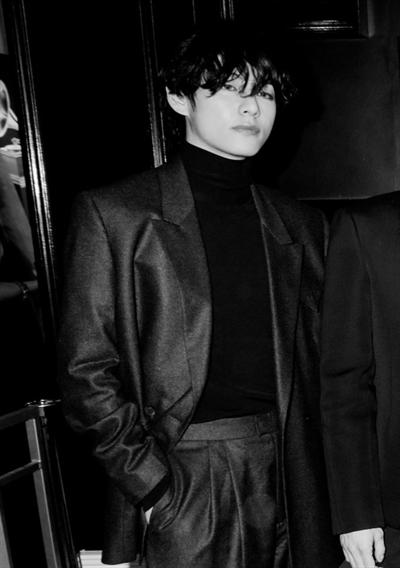 Fanfic / Fanfiction Sinto sua falta. ( Jeon jungkook) - Capítulo 4 - Sou Kim taehyung.