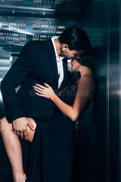 Fanfic / Fanfiction Is It Love? Ryan Carter - Capítulo 5 - Abençoado Elevador!!