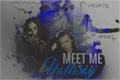 História: Meet Me In The Hallway