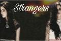 História: Strangers (camren)