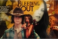 História: Bleeding Out