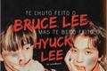 História: Te chuto feito o Bruce Lee, mas te beijo feito o Hyuck Lee