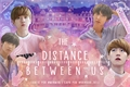 História: The distance between us